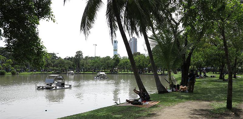 Relaxing in Bangkok Queen Sikrit park