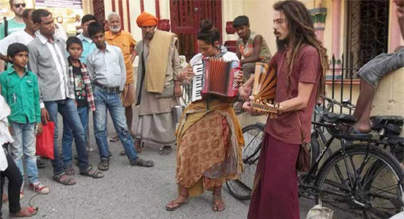 Expats begging on the streets of India